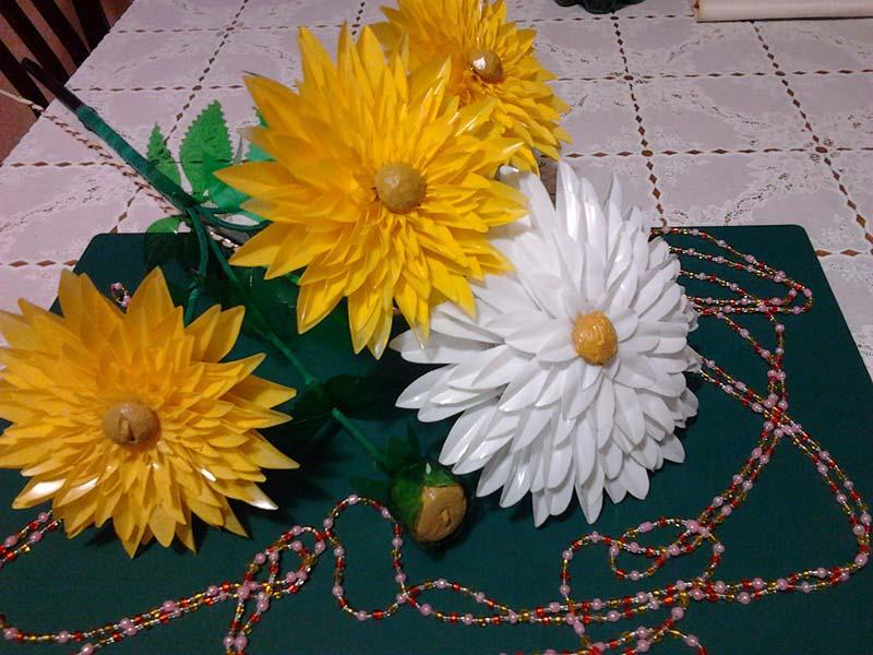 flower-from-plastic-bottle-1