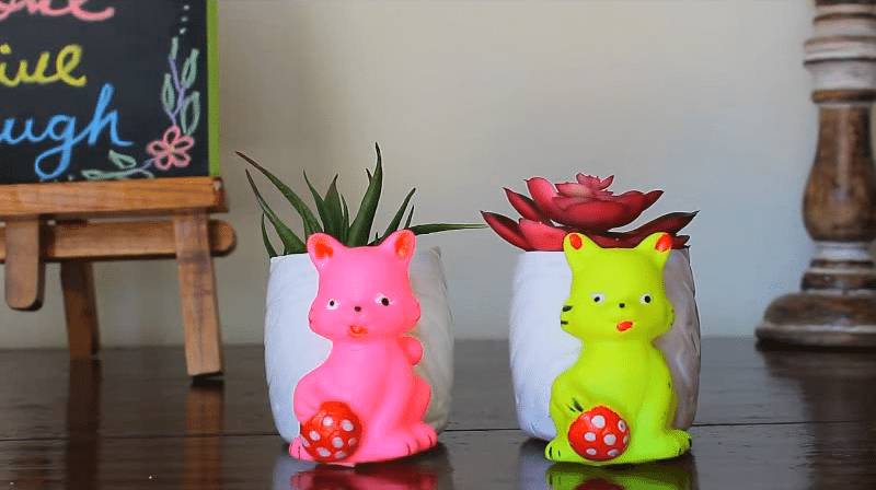 8 Great ideas to use old toys for home decor5