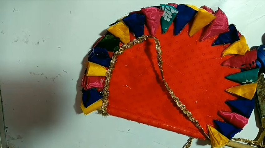 How-to-make-hand-fan-from-waste-aata-bag-and-old-clothes12