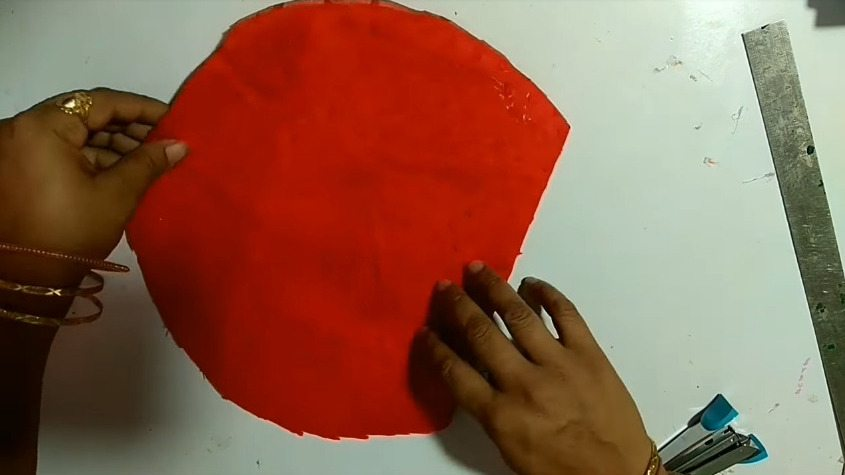 How-to-make-hand-fan-from-waste-aata-bag-and-old-clothes5