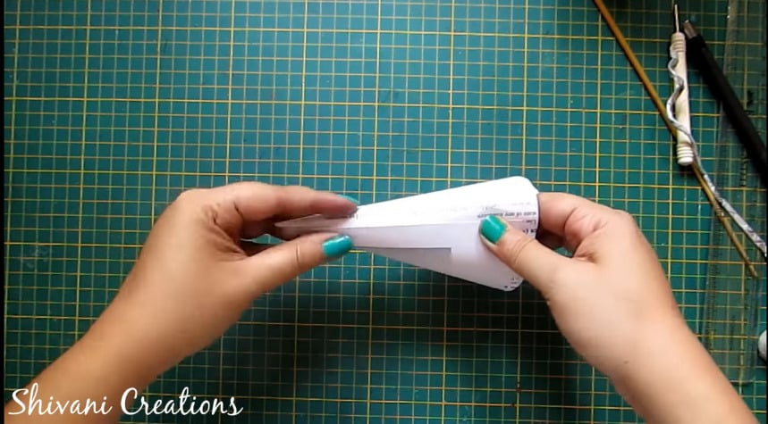 How to make newspaper doll13