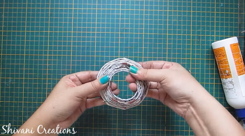 How to make newspaper doll16