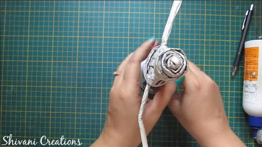 How to make newspaper doll17