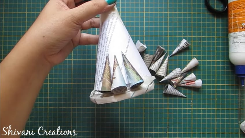 How to make newspaper doll18