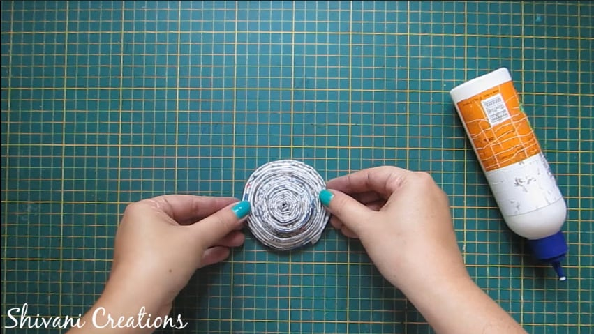 How to make newspaper doll24