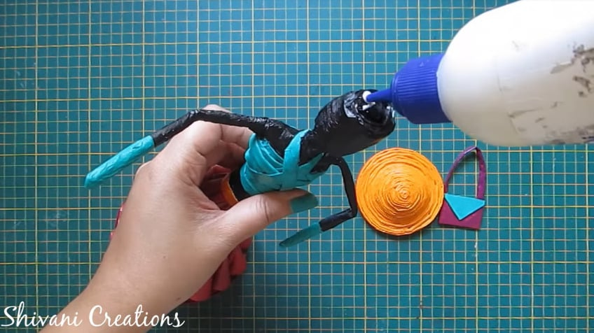 How to make newspaper doll25
