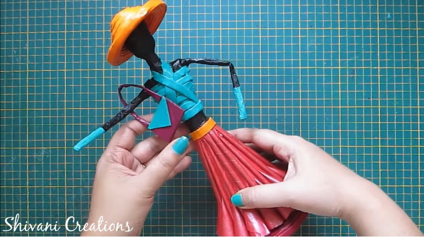 How to make newspaper doll27