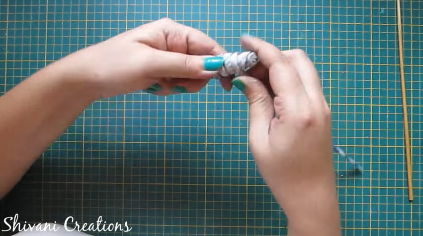 How to make newspaper doll4