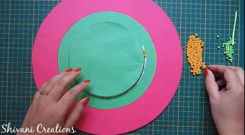 How to make quilling wall mirror9