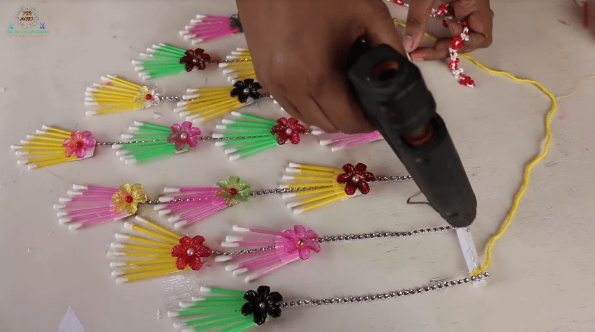 How to make wall hanging using cotton buds10