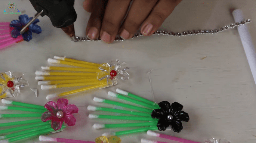 How to make wall hanging using cotton buds9