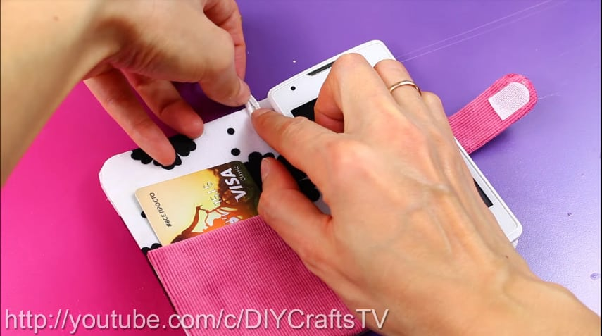 How to make a cute phone case really easy17