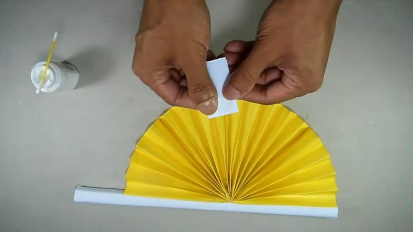 How to make hand fan out of color papers10