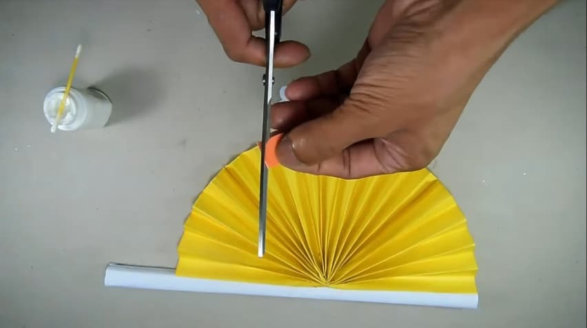 How to make hand fan out of color papers11