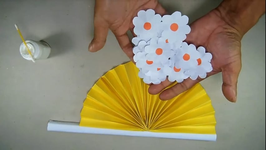 How to make hand fan out of color papers12