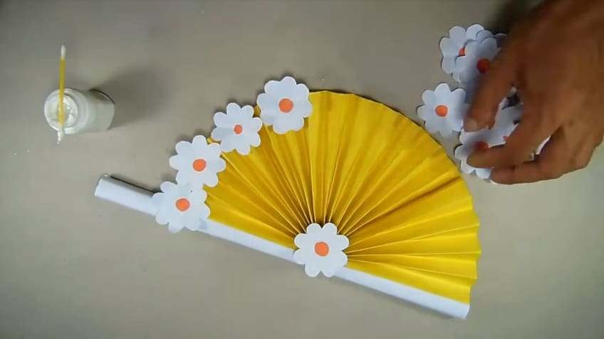 How to make hand fan out of color papers13
