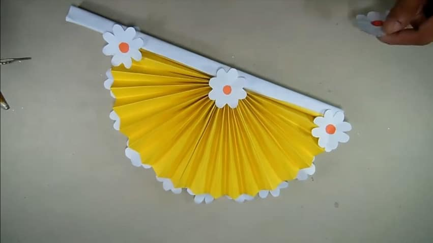 How to make hand fan out of color papers14