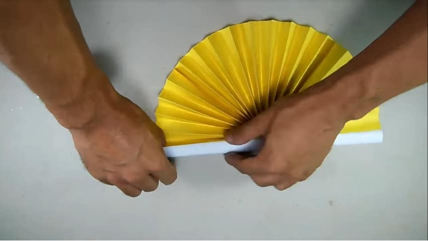 How to make hand fan out of color papers9