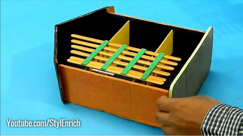 How to reuse cardboard to make jewelry organizer19