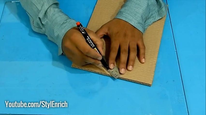 How to reuse cardboard to make jewelry organizer3