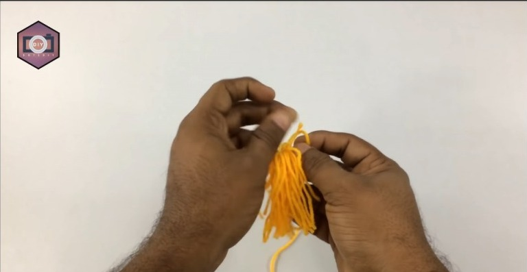 Easy Wall Hanging Ideas Using Woolen Thread