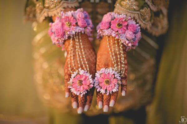 The soft pink and undertone bridal floral hathphool jewellery