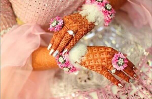 Soft pink fur and floral hathphool jewellery