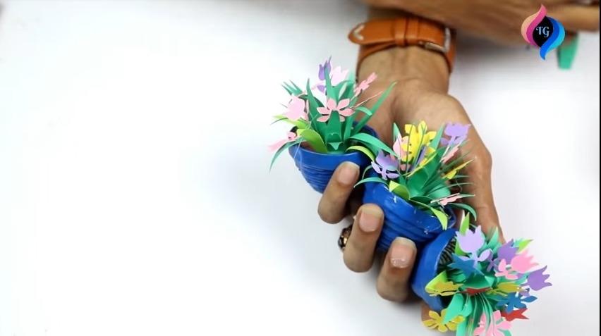 Newspaper Cycle Flower Vase Stand