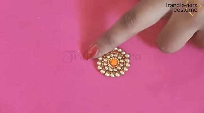 Elegant Aari Round Butta Design