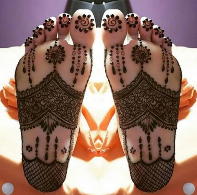 Best mehandi designs on the sole of the foot 12