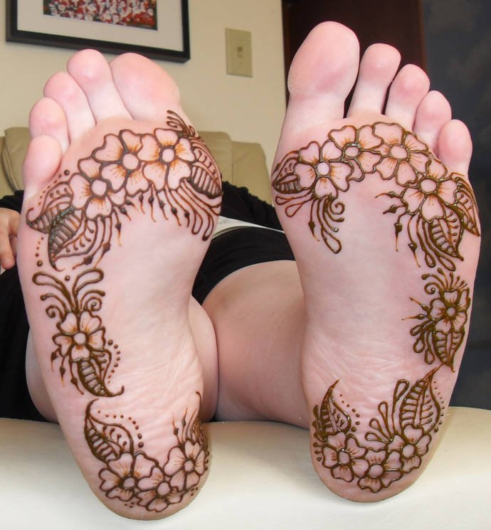 Best mehandi designs on the sole of the foot 13