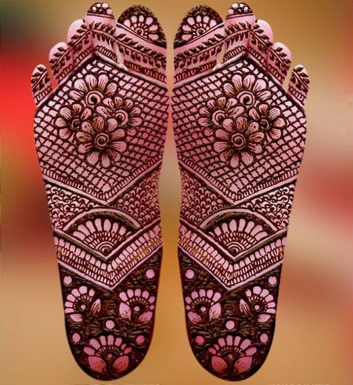Best mehandi designs on the sole of the foot 17