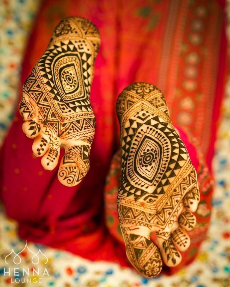 Best mehandi designs on the sole of the foot 18