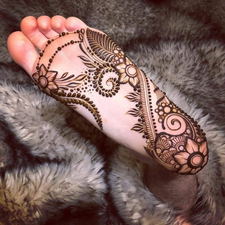 Best mehandi designs on the sole of the foot 3