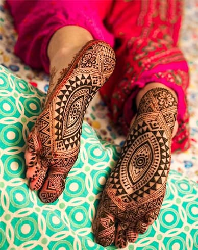 Best mehandi designs on the sole of the foot 8