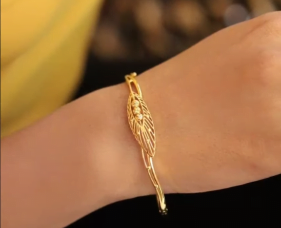Exclusive gold bangles designs 8