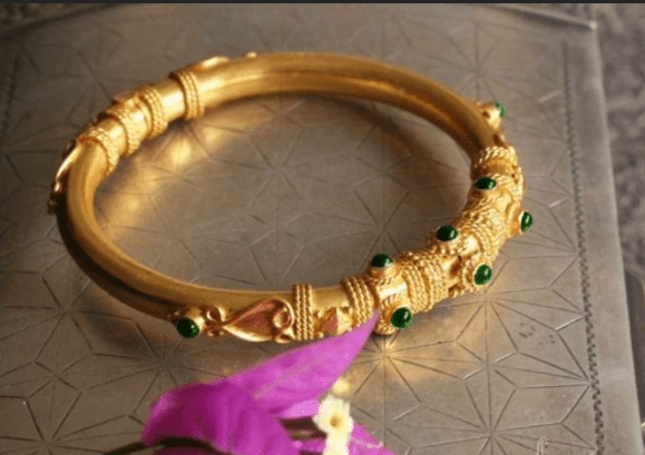 Exclusive gold bangles designs 9