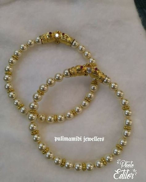 Gold bangle with unique designs10