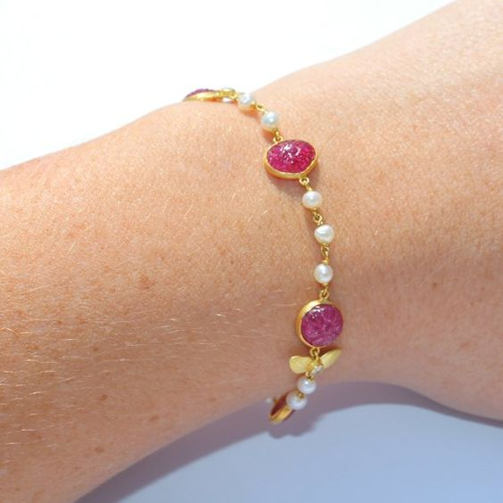 Gold bangle with unique designs9