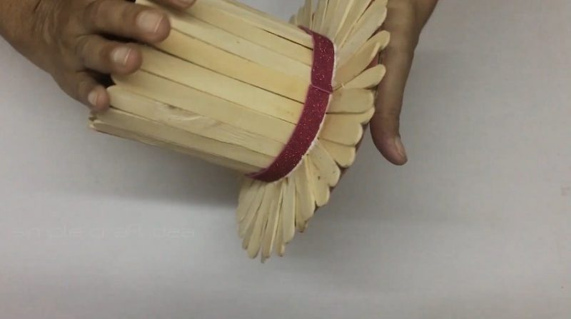 How to make a flower vase with popsicle sticks 16