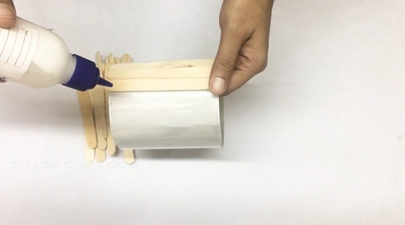 How to make a flower vase with popsicle sticks 7