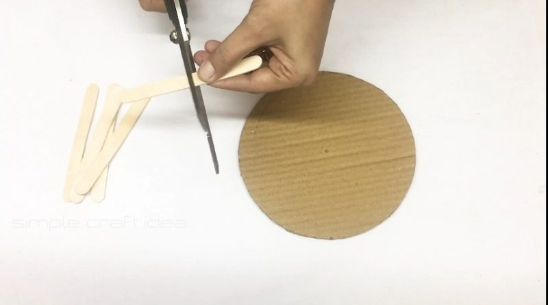 How to make a flower vase with popsicle sticks 9