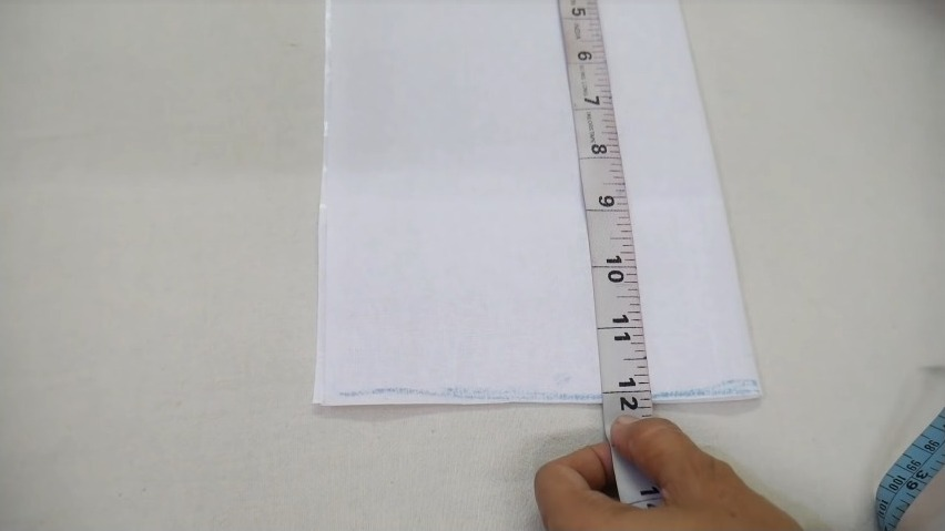 measuring the cloth using tape