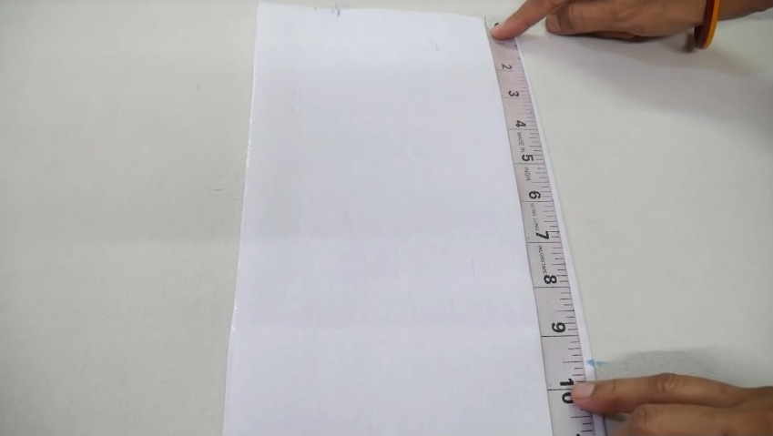 measuring the cloth using tape1
