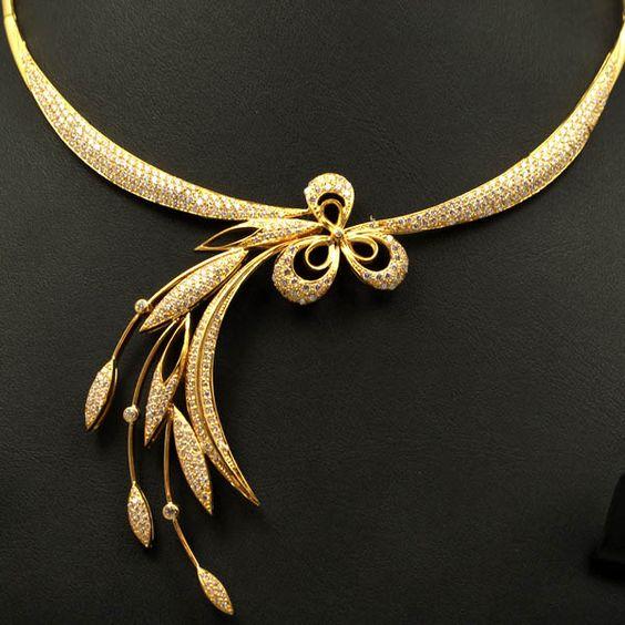 Elegant Gold Necklace1