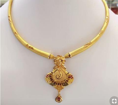 Elegant Gold Necklace11