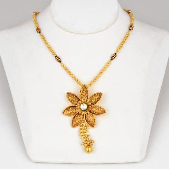 Elegant Gold Necklace12