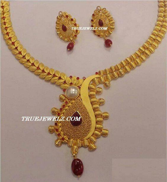 Elegant Gold Necklace6