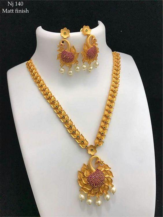 Elegant Gold Necklace9