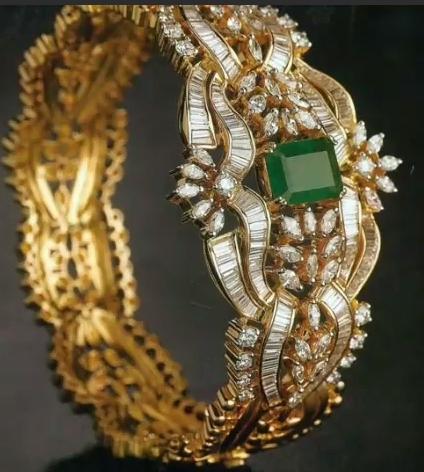 Gold Stone Bridal Bangle Designs17